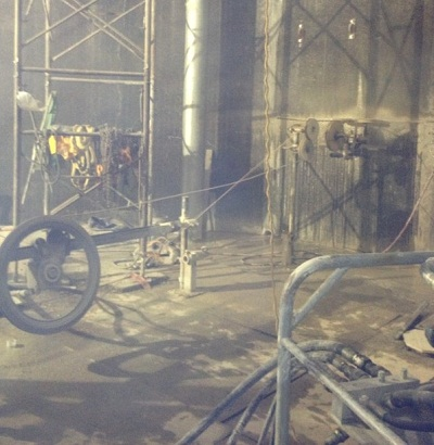 Cắt bê tông tường vây tạo lỗ thông tầng hầm